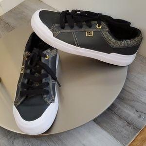 DC Platform Skate Shoes sz 8 ladies